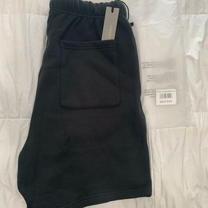 Fear of god shorts(M)